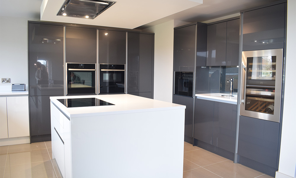 Masterclass Kitchens: Lumina H Line White With Graphite And Feature Drinks