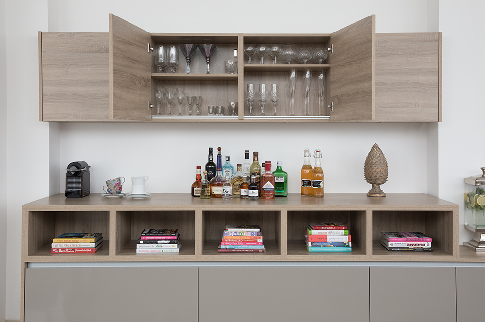 Handleless kitchen cardiff with drinks cabinet