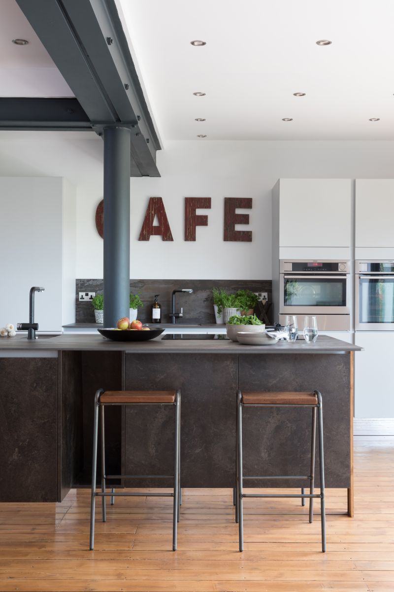 The Hunter Family's Kitchen Island by Masterclass Kitchens