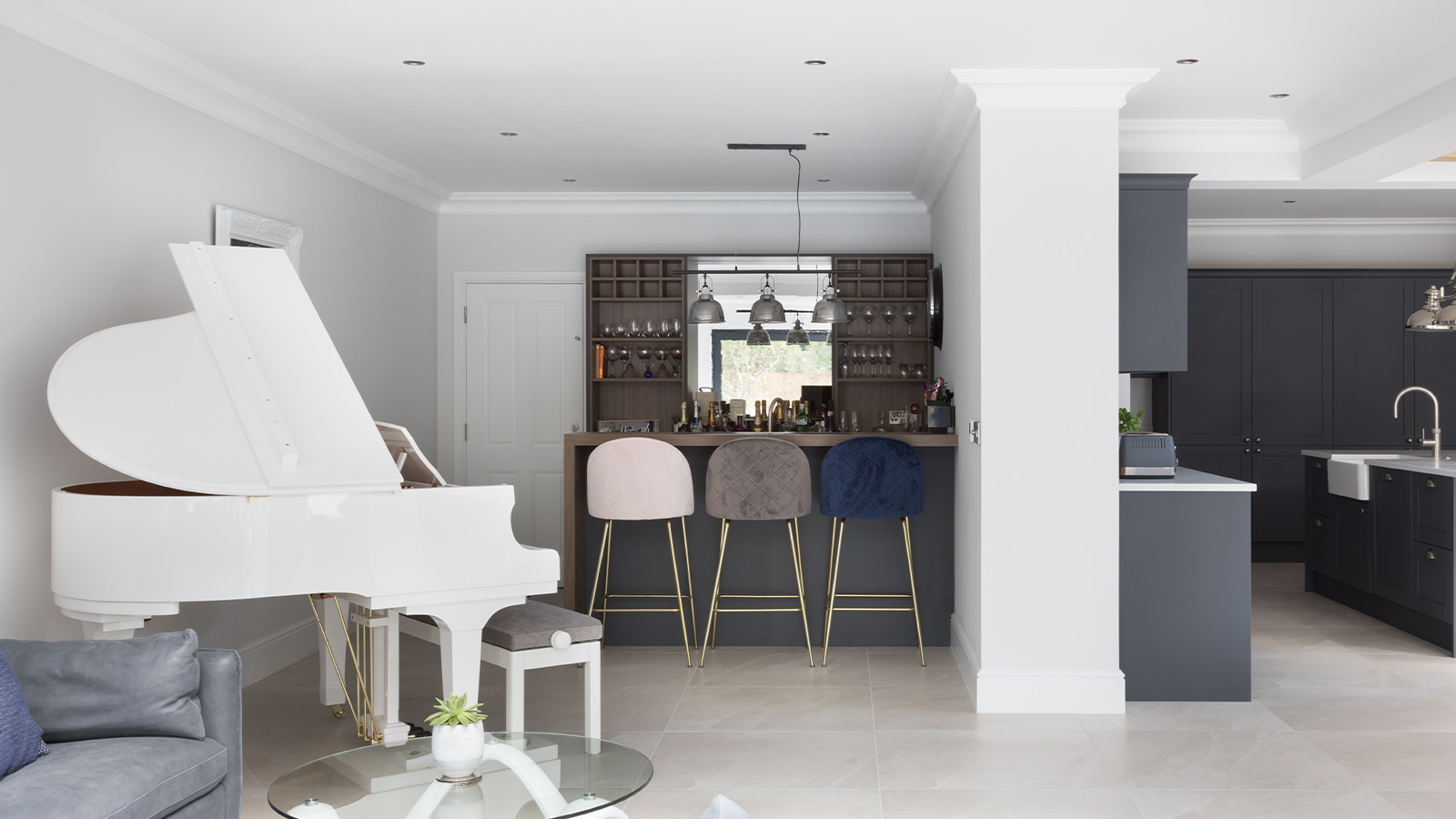Home bar in an open plan classic kitchen