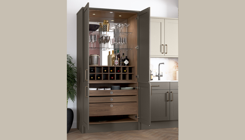 Kitchen storage for entertaining - drinks cabinets