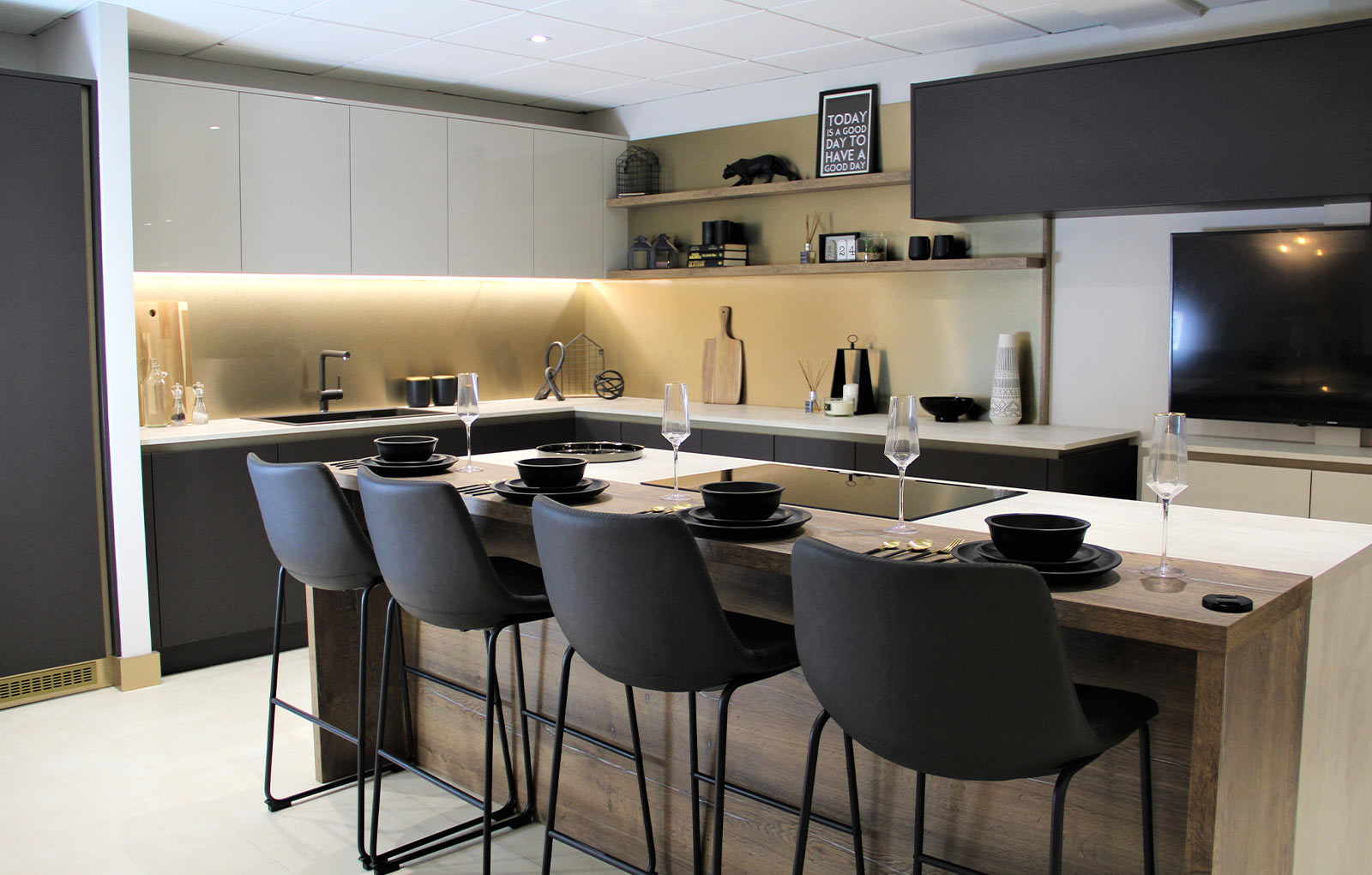 How to Design a Modern Luxury Kitchen (without breaking the bank!) - Kitchen Inspiration Blog ...